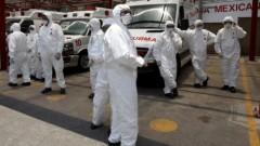 צוותי אמבולנסים במקסיקו נערכים לטיפול בשפעת החזירים. (צילום: אי-פי-אי)