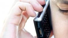 שימוש במכשיר סלולרי (אילוסטרציה)