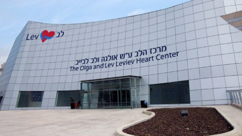 במהלך 2010 בוצעו במרכז כ-2,000 ניתוחי לב וכ-4,000 צנתורים