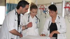 """ד""""ר אבשוביץ ורופאי המחלקה החדשה בביקור בוקר (צילום: דוברות בי""""ח הלל יפה)"""
