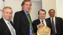 שני מימין: פרופ' לוק מונטנייה ולידו כריסטוף ביגו, שגריר צרפת בישראל (צילום: יוני רייף, באדיבות דוברות אוניברסיטת בר אילן)