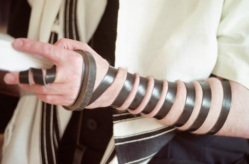 רצועות תפילין (אילוסטרציה)