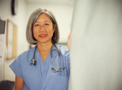 יציאה לגמלאות של רופאים ממוצא אסיאתי (אילוסטרציה)