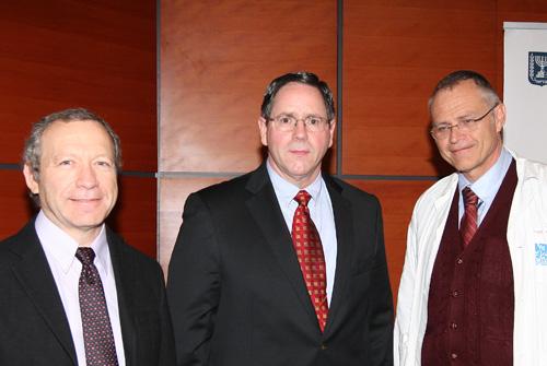"""בתמונה-מימין לשמאל: פרופ' קרל סקורצקי, ברנט קני מארה""""ב וד""""ר ירון בר-לביא (צילום: בי""""ח רמב""""ם)"""