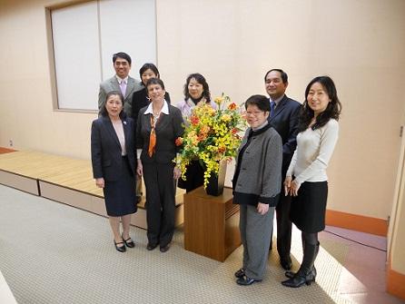 """ד""""ר אדמי (רביעית משמאל) בביקורה ביפן (דוברות רמב""""ם)"""