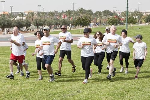 """קבוצת הרופאים והמטופלים בריצת אימון לקראת מרתון תל-אביב (צילום יח""""צ)"""