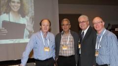 """מימין לשמאל: ד""""ר רון שאול, פרופסור נעים שחאדה, פרופסור עמוס עציוני וד""""ר דב טיאוסנו, שנכח בכנס. (צילום: פיוטר פליטר, באדיבות דוברות בי""""ח רמב""""ם)"""
