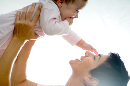 אמא ותינוק (אילוסטרציה)