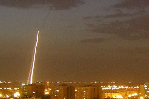 יירוט של מערכת כיפת ברזל במהלך היום הרביעי למבצע עמוד ענן (מקור צילום: ויקיפדיה)