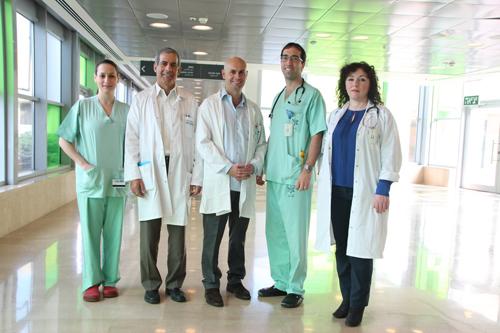 """בתמונה (מימין לשמאל): ד""""ר בראל מגולי, ד""""ר עמית הוכברג, ד""""ר ירון צרפתי, פרופ' מוטי חלק (יו""""ר ועדת התמחות), ד""""ר דנה אירגה. (באדיבות דוברות הלל יפה)"""