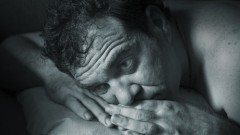 גבר מתקשה להירדם (אילוסטרציה)