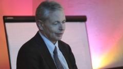 פרופסור סטפן זאוזם במהלך ההרצאה