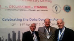 """מימין: פרופסור לביא בכנס בקאטאר (צילום פרטי. בי""""ח שיבא)"""