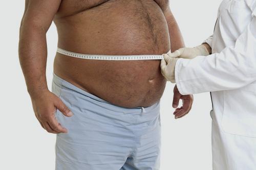 רופא עם מטופל עם השמנת יתר (אילוסטרציה)