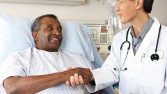 מטופלים שחורים נטו להשתתף פחות בניסויים שהוצעו על ידי צוות רפואי לבן (צילום: אילוסטרציה)