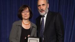 פרופ' בלה קאופמן במעמד קבלת הפרס (צילום: שיבא)