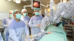 """צוות רמב""""ם והצוות מבוסטון מתכוננים לניתוח (צילום: פיוטר פליטר)"""