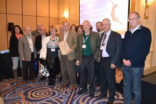 """תמונה קבוצתית עם ד""""ר ליאון סזבון (במרכז) (צילום: ביה""""ח לוינשטיין)"""