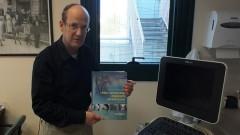 """ד""""ר ארנון בלום ומדריך הצנתורים של גרוסמן וביים (צילום: """"פוריה"""")"""