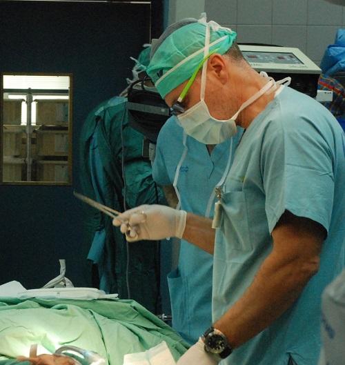 """מתוך הניתוח להשתלת מעי דק (צילום: """"בילינסון"""")"""