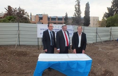 """משמאל: ד""""ר ארז און, פרופ' דניאל הרשקוביץ', פרופ רו טור כספא (צילום: """"פוריה"""")"""