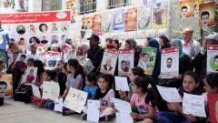 הפגנת בני משפחותיהם של עצירים מינהליים ששבתו רעב, ביוני 2014 (צילום: פלאש 90)