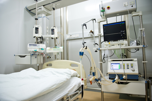 מיטת בית חולים ומכשירים (צילום: אילסוטרציה)