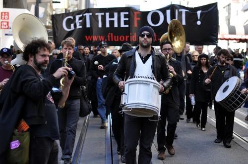 הפגנה נגד הפלרת מים בסן פרנסיסקו, ב-2013 (צילום: אילוסטרציה)
