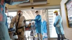 """תרגול העברת """"חולה אבולה"""" לבית החולים """"שיבא"""" מנמל התעופה בן גוריון (צילום: פלאש 90)"""