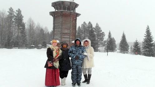 פרופ' צילה צבס (במרכז), אורחים ומקומיים בארכנגלסק (צילום: פרטי)
