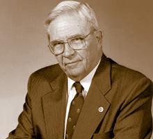 """ד""""ר דונלד איינסלי הנדרסון (מקור: ויקיפדיה)"""
