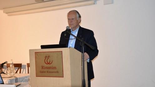 """פרופ' אולריך זיגוורט משוויץ מרצה בכנס (צילום: """"פורייה"""")"""