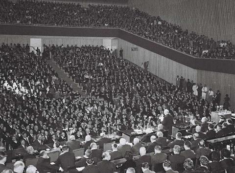 """הקונגרס הציוני ב""""בנייני האומה"""" לאחר השלמתם, בשנת 1960 (מקור: ויקיפדיה)"""