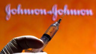 """ארה""""ב עוצרת את השימוש בחיסון לקורונה של """"ג'ונסון אנד ג'ונסון"""""""