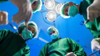 קשר הלב - על חרדה, שקיפות ויחסי אמון בין המנתח למנותח